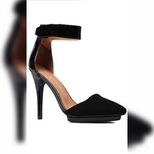 The Solitaire Shoe in Black Suede